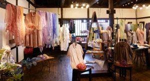 春の衣とアクセサリー